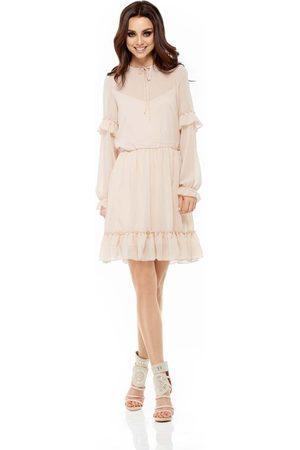 Lemoniade Beżowa sukienka z delikatną falbanką z długim rękawem