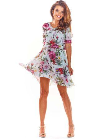 Awama Biała zwiewna letnia sukienka w kwiaty z rozciętym rękawem