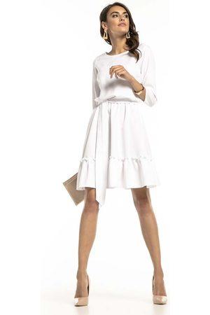 Tessita Biała lekka rozkloszowana sukienka z falbanką