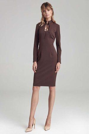Nife Brązowa sukienka z ozdobnym wycięciem i wiązaniem przy dekolcie