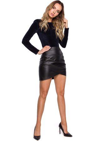 MOE Czarna asymetryczna mini spódnica z eko-skóry