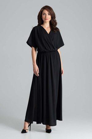 Katrus Czarna długa rozkloszowana sukienka z kopertowym dekoltem