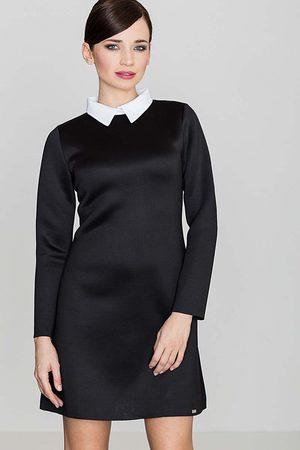 Katrus Czarna elegancka trapezowa sukienka z białym koszulowym kołnierzykiem