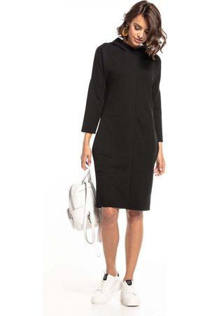 Tessita Czarna dzianinowa sukienka z kapturem