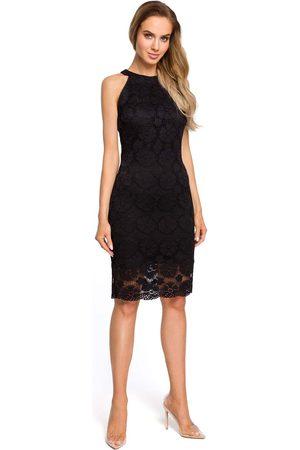 MOE Kobieta Sukienki dopasowane - Czarna koronkowa dopasowana sukienka z holterem