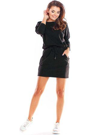 Infinite you Czarna krótka sukienka bawełniana ściągana w pasie