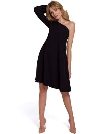 MOE Czarna luźna sukienka na jedno ramię