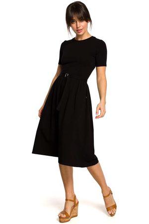 MOE Czarna lekko rozkloszowana sukienka z krótkim rękawem