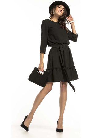 Tessita Czarna lekka rozkloszowana sukienka z falbanką