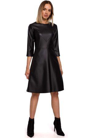 MOE Czarna rozkloszowana sukienka z eko-skóry