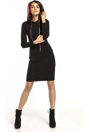 Tessita Czarna sukienka w sportowym stylu z kapturem w zygzaki