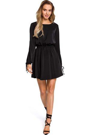 MOE Czarna rozkloszowana sukienka z rozcięciem i wiązaniem na rękawach