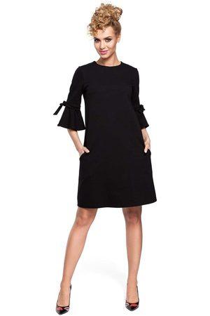 MOE Czarna sukienka trapezowa z rozkloszowanymi rękawami