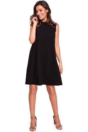 MOE Czarna trapezowa sukienka z dekoltem na plecach