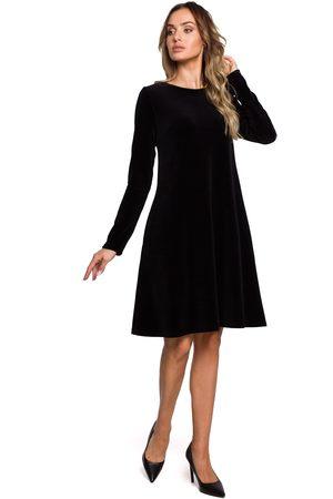 MOE Czarna trapezowa sukienka z weluru