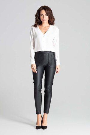 Katrus Czarne dopasowane spodnie skórzane na gumie