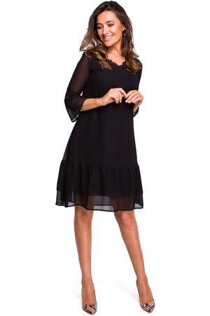 MOE Czarna zwiewna sukienka z falbankami i koronką