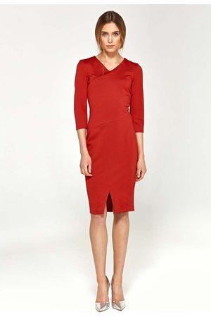 Nife Czerwona dopasowana elegancka sukienka z przeszyciami