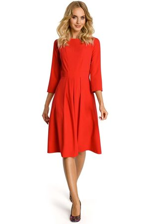 Moe Czerwona sukienka z dołem w kontrafałdy
