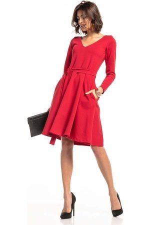 Tessita Czerwona rozkloszowana sukienka w szpic