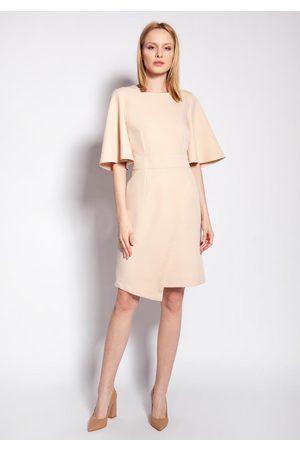 Lanti Dopasowana sukienka z nieregularnym dołem - beżowa
