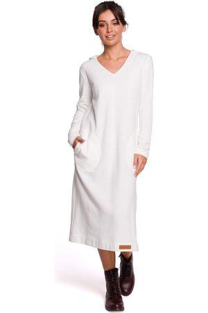 MOE Ecru długa prosta sukienka dzianinowa z kapturem
