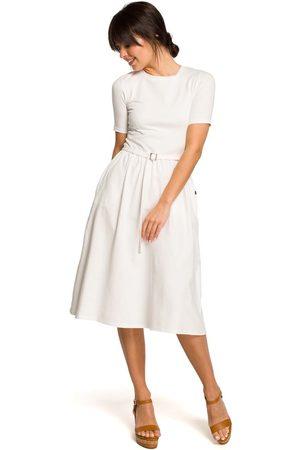 MOE Ecru lekko rozkloszowana sukienka z krótkim rękawem