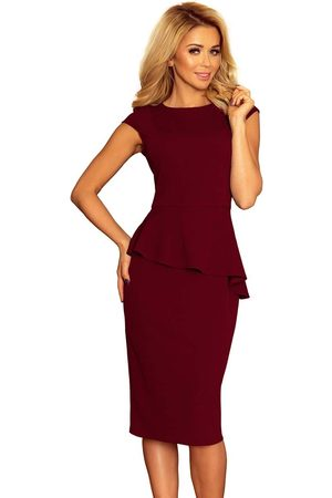 Numoco Elegancka ołówkowa sukienka midi z asymetryczną baskinką - bordowa