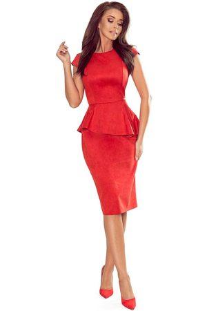 Numoco Elegancka ołówkowa sukienka midi z asymetryczną baskinką - czerwona