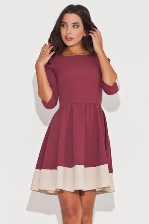 Katrus Elegancka bordowa sukienka z rękawem 3/4 z kolorowymi lamówkami