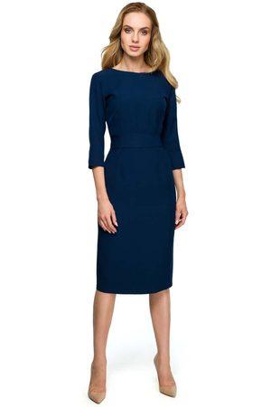 MOE Granatowa dopasowana sukienka za kolano z ozdobnymi guzikami