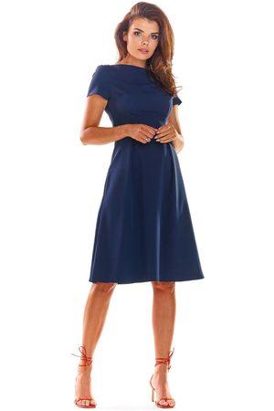Awama Granatowa klasyczna lekko rozkloszowana sukienka z krótkim rękawem