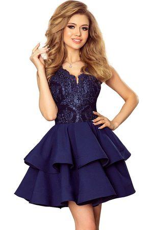 Numoco Granatowa rozkloszowana imprezowa sukienka z koronką