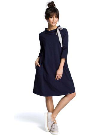 MOE Granatowa luźna sukienka z wiązaniem przy dekolcie