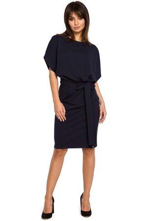 MOE Granatowa sukienka przewiązana paskiem z nietoperzowym krótkim rękawem