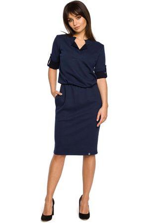 MOE Granatowa sukienka w sportowym stylu z niską stójką