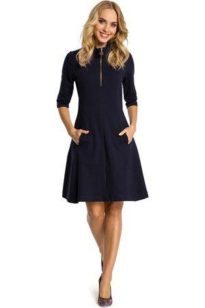 MOE Granatowa sukienka z półgolfem na suwak