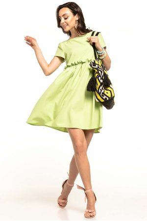 Tessita Jasnozielona letnia wygodna sukienka z marszczonym dołem