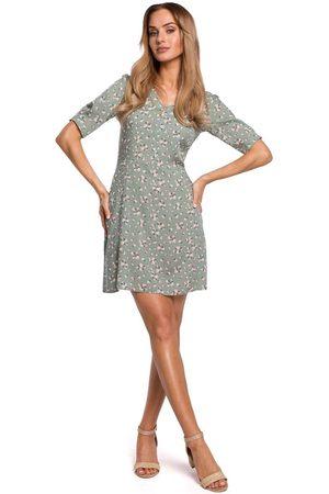 MOE Krótka sukienka w kwiatki z zakładką na rękawie - model 7