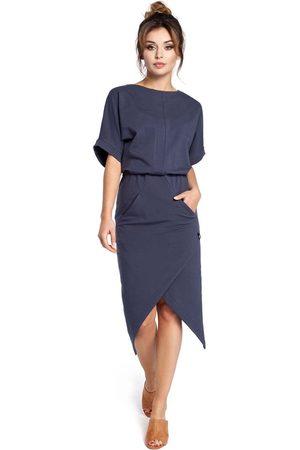 MOE Kobieta Sukienki koktajlowe i wieczorowe - Niebieska sukienka z kopertowo zakładanym dołem
