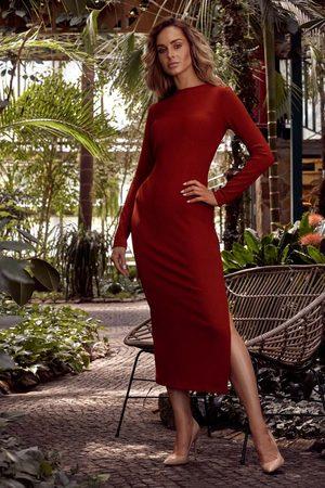 MOE Prążkowana maxi sukienka z rozcięciem - ceglasta