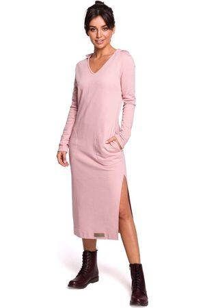MOE Pudrowa długa prosta sukienka dzianinowa z kapturem