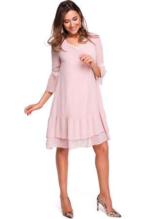 MOE Pudrowa zwiewna sukienka z falbankami i koronką