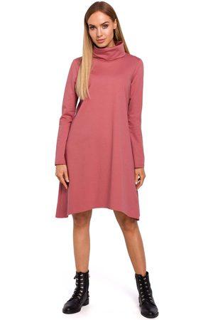 MOE Różowa asymetryczna trapezowa sukienka z golfem