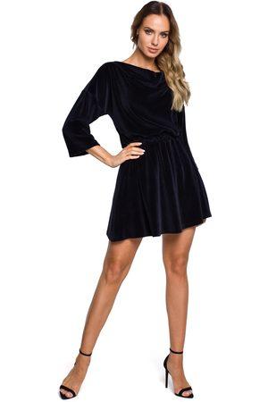 MOE Kobieta Sukienki koktajlowe i wieczorowe - Rozkloszowana welurowa sukienka z dekoltem typu woda - granatowa