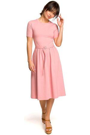 MOE Różowa lekko rozkloszowana sukienka z krótkim rękawem