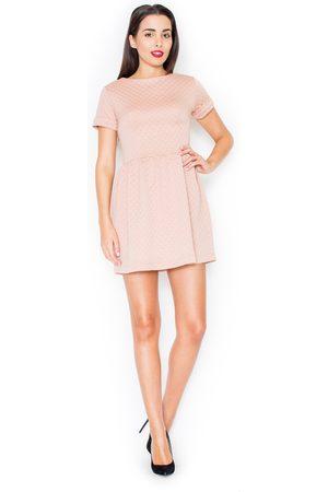 Katrus Różowa pikowana sukienka z krótkim rękawem