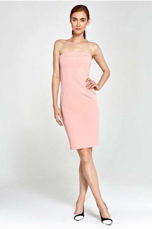 Nife Kobieta Sukienki dopasowane - Różowa sukienka wieczorowa ołówkowa tuba z odkrytymi ramionami