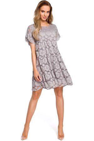 MOE Kobieta Sukienki mini - Szara zwiewna sukienka koronkowa z mini rękawkiem
