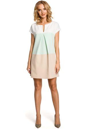 MOE Trapezowa sukienka trzykolorowa z zakładką - miętowy